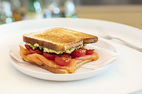 Toast Salmone-pomodorini